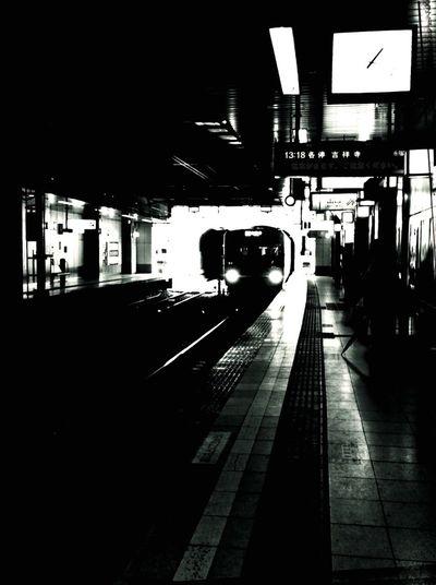トンネルの連続。 Continuous Tunnel Tunnel Train Headlights Blackandwhite Black And White Monochrome Tadaa Community