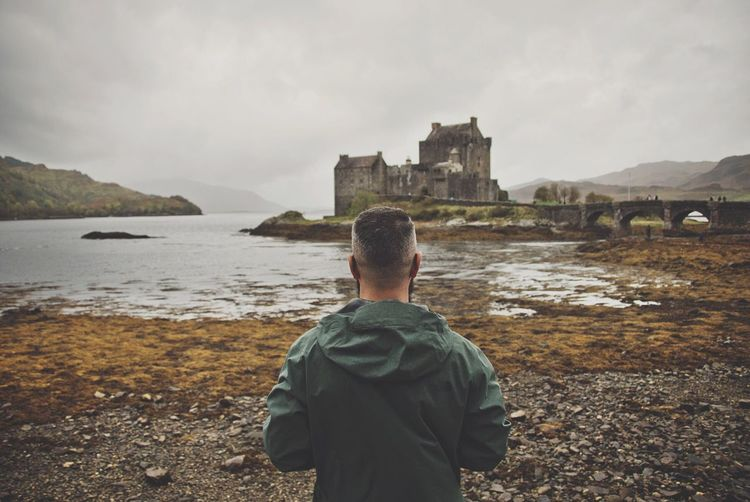 Real People Men Nature Lifestyles One Person Beauty In Nature Architecture Travel Destinations Photooftheday Art Is Everywhere Scottish Highlands Castle Eilean Donan Castle Scotland Traveling Landscape Landscape_Collection Feeling Good Freedom Highlands EyeEm Best Shots Travel Photography Skye Autumn The Traveler - 2018 EyeEm Awards