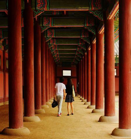 Gyeongbokgung Palace, Seoul Korea Korea Couple Columns Red Love