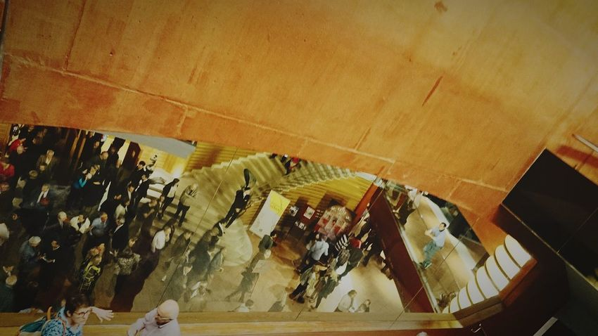 Auditorio Concerto Pausa Interior Personas Por La Tarde High Angle View