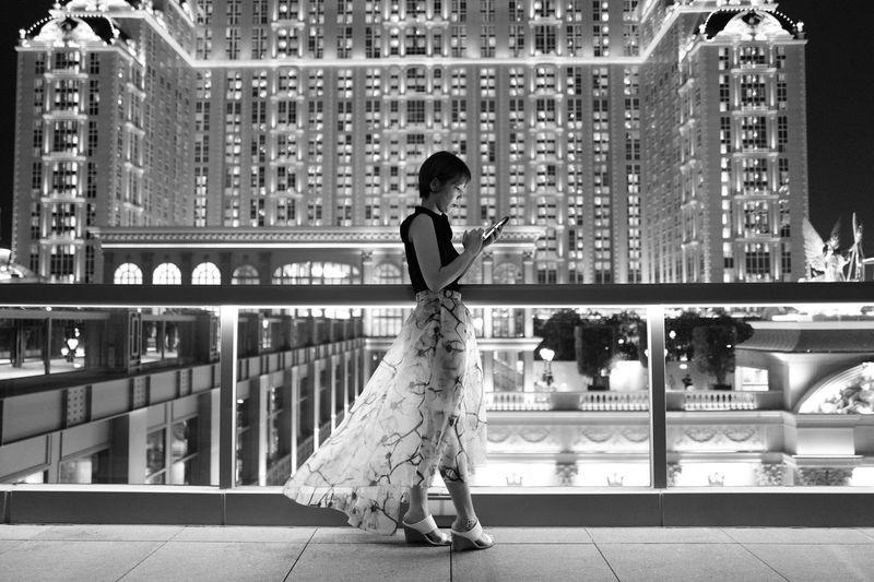 Leica Leicaq Summilux Macau Parisian Hotel Portrait Portrait Of A Woman Night