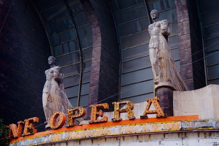 The Opera House is a legend of photographers for its melancholy abandonment. Leyend Abandonment Statue Building Exterior