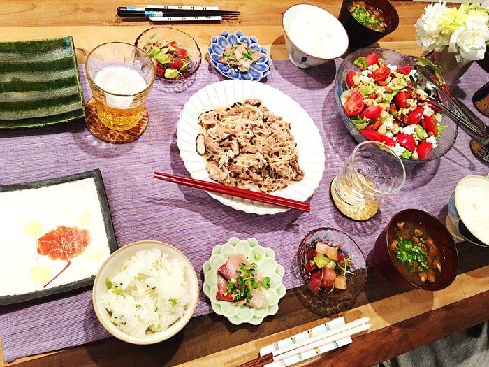 この日はじいじも一緒にご飯👴🍚 Today's Dinner 豚肉とキノコのバター炒め 大根おろしとなめこのすまし汁 ナッツサラダバルサミコ酢ドレッシング ととぶつ屋のブリとマグロ Pork Mashrooms Butter Radish Nameko Soup Almond Cashewnuts Walnuts Salad Healthy Eating Ready-to-eat Indoors  Vegetable Food Porn Foodporn 創作料理 Yammy!!