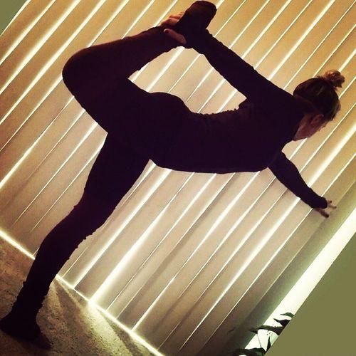 Day 22 Healinghearts Novemberyogachallenge Igyoga Instayoga yogagirl yogapose yogalove yogaeverywhere yogaeverydamnday yoga balance peace love happiness loveandalliscoming believeinyourself bethechangeyouwishtoseeintheworld Grateful for my king size bed?? it's so cozy and warm! @beachyogagirl @kinoyoga @shaktiactivewear