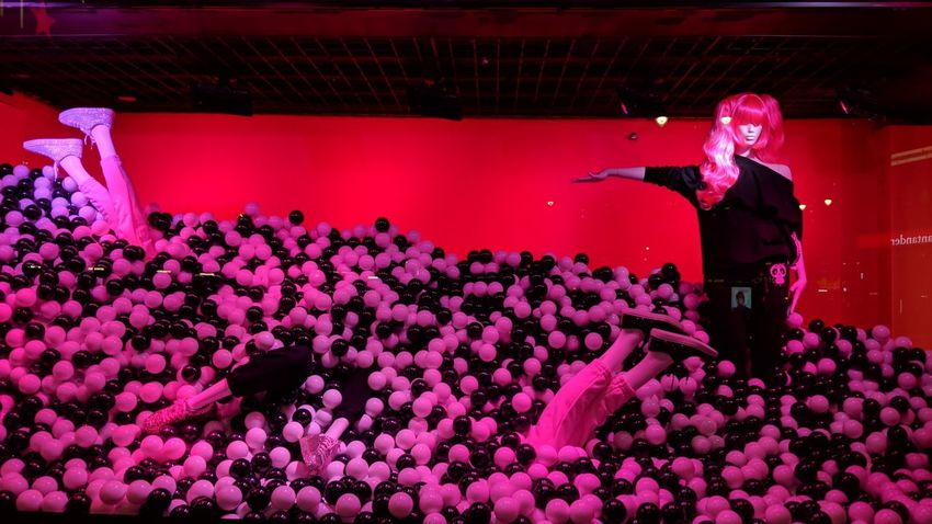 NICOPANDA Window Display at Macy's NYC NicoPanda Window Display Macys New York City New York Pink And Black Pink Color Night Nightphotography Night Photography Travel Travel Photography Travel Blogger Good Times Followme Pixelxl2 Performance Pink Color Fun