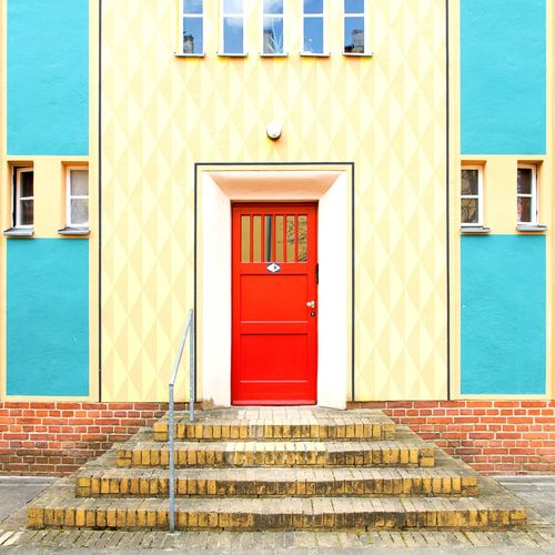 Bruno Taut Facade, Berlin Berlin Architecture Minimalism New Topographics Modernism Exterior Red City Window