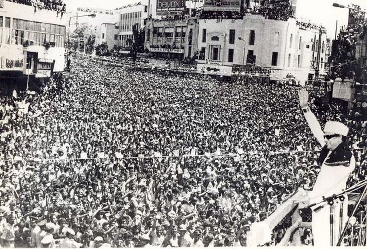 THIS IS THE BIRTH DAY CEELEBRATION OF FAMOUS MINISTER OF TAMIL NADU STATE. Crowd