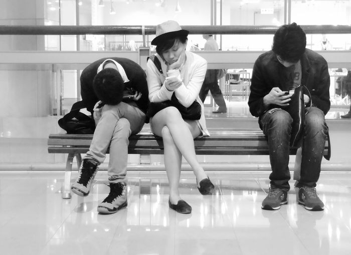 Social contact :-)Contact Feeling Bored Black&white Chinese Black And White Blackandwhite People Watching Candid Photography People Observing My Favorite Place