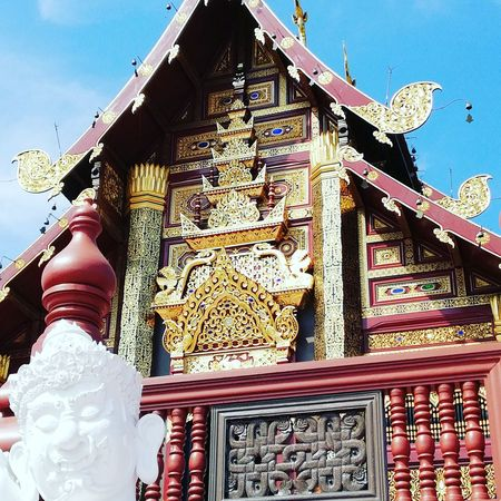 Temple #Chiang Mai Thailand Chiang Mai | Thailand Buildings No Filter No Filter, No Edit, Just Photography Place Of Worship Religion Sky Architecture Building Exterior Built Structure Statue Sculpture Golden Color Buddha Stupa EyeEmNewHere