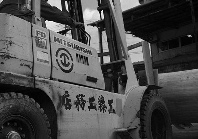 田舎に泊まろう続いてます。 きのうから高千穂。 手伝い!?中🔨 天岩戸神社の新しい鳥居作成中のpic📷 宮崎より寒い モノクロにしてみた 工藤工務店をよろしく 宮崎の魅力を再発見シリーズ Japan Miyazaki Takachiho Carpenter Tool Shrine Monochrome Team_jp_ Instagood L4l 高千穂 工藤工務店 リフト 超短期バイト モノクロ 写真撮ってる人と繋がりたい 写真好きな人と繋がりたい ファインダー越しの私の世界