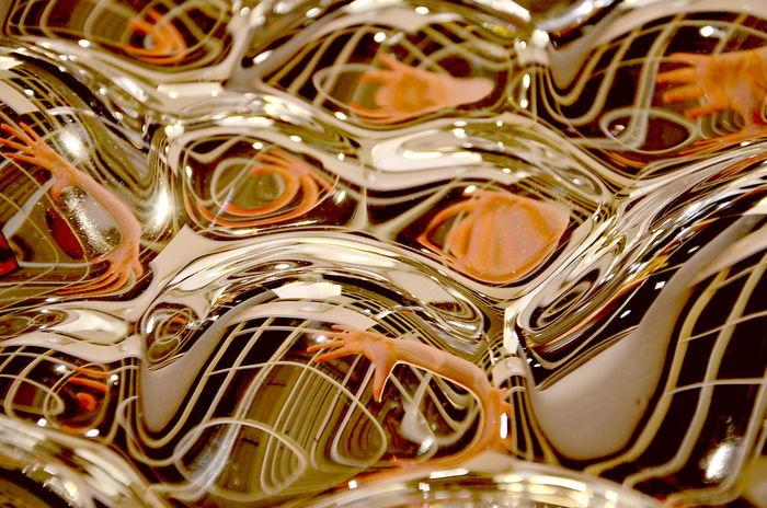 Pivotal Ideas Mirror Handinhand Abstract Surreal Picoftheday UFO Pivotal Idea Pivotal Handmade Verspiegelt Hände Finger Fingers Golden Wellengang Waves