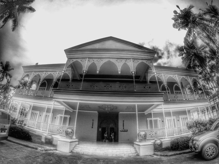 All about Madam Imelda Marcos and more inside. Travel Destinations Eyeem Philippines On The Way History Tourism Diminishing Perspective Goprohero4silver Blackandwhite Photography Showcase July