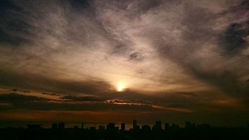 04/06/2016 Sunset Sunsetpictures Sunsetporn Sunsetcaptures Makaticity Makati Makatisky Makatiskyview Makatiskyline Makatiskylineview Enchanting_sunsets Philihappy Makatiph Makatiphilippines