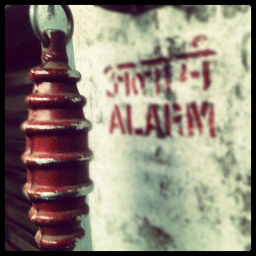 Pull chain to stop train! Emergencychain Emergency Chain Alarm mumbailocal mumbaitrains localtrain brannan