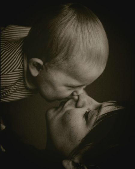 Kamila Kamil Mother And Son Kiss Me Baby ❤ Feelings Taking Photos Capture The Moment Canon60d Enjoying Life Eyemphotography Love❤ Awesome Portrait Chaildren Sweet Family Portrait Family Time Sepia