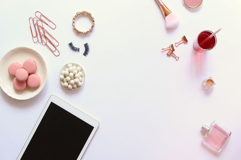 Fashion blogger desktop Beverage Business Copy Space Desk Desks From Above Fashion Office Pink Screen Snack Tablet Work Beauty Blogger Desk Top Directly Above Frame Products Rose Gold Social Media Supplies Sweets Technology Tools Wireless Technology