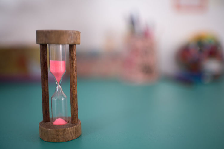hour glass Accuracy Close-up Deadline Focus On Foreground Hourglass Indoors  Instrument Of Measurement Instrument Of Time Motion No People Sand Selective Focus Still Life Table Time Urgency Wood - Material