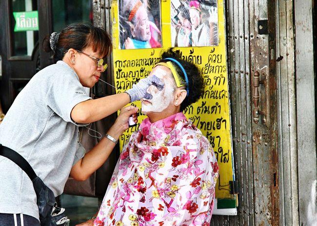 Streetlife. Bangkok Beautytreatment Streetphotography