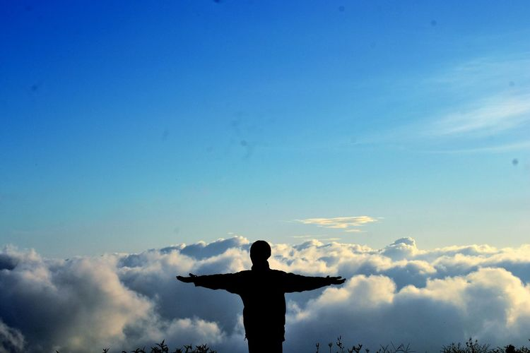 im fly Focus Photography Wallpaper Background Mountain Nature EyeEm Best Shots Bestshot Nikon Softness Blue Could Could  Above The Clouds Shillouette Shiloutte Photography Free Im Free God Dear God  Enjoy Enjoying Calm Dieng Bali New Background 2018 2018 Yoga Pose Adventure Trip Nature Lovers Go Higher