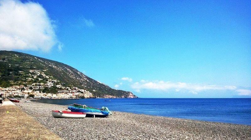 Davanti casa si può trovare questo! Sea #summer Lipari Isoleeolie