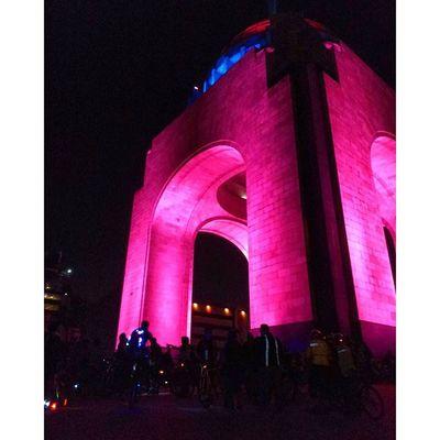 PaseoDeTodos VolverAlFuturo RunningBike MonumentoALaRevolucion Art Photography Ciudad De México Bike @paseodetodos 🚲🇲🇽📷