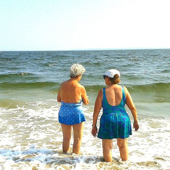 Sport In The City Capture The MomentBeauty Redefined Two Friends talking about old times on the edge of the Ocean.photo by Shell Sheddy Coney Island Shellsheddyphotography The Photojournalist - 2015 EyeEm Awards What I Value RePicture Growth Old But Awesome Protecting Where We Play