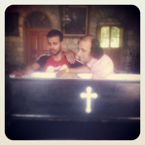 Best  Actor Rayes Azoury nadeb fo2 ras lmayet bekeh sari5 allah yer7amo dafen tabout at deyr ainwarka ghosta best day shooting