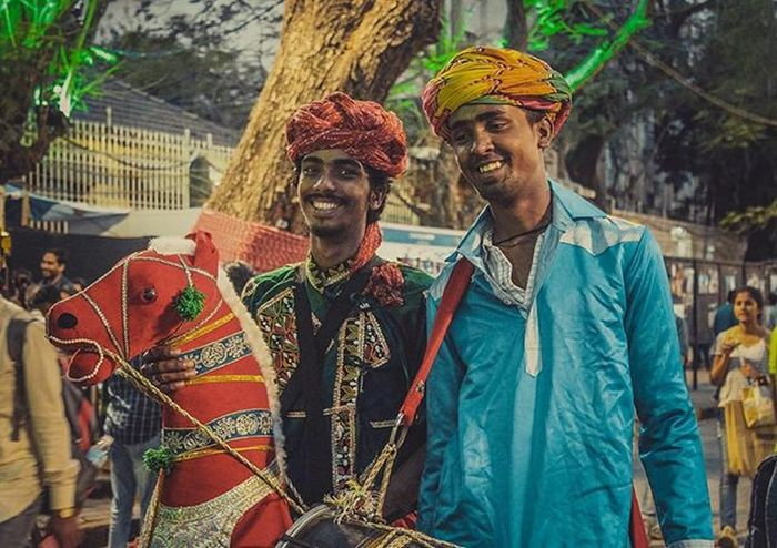 These wanderlust rajasthani boys working at kala goda festival have really an eye catching personality. Whom every people of kala ghoda wanted to click picture with 🇮🇳 Kalaghoda Kalaghodafestival Postthepeople Travelgram Jj_emotional Jj_humanedge