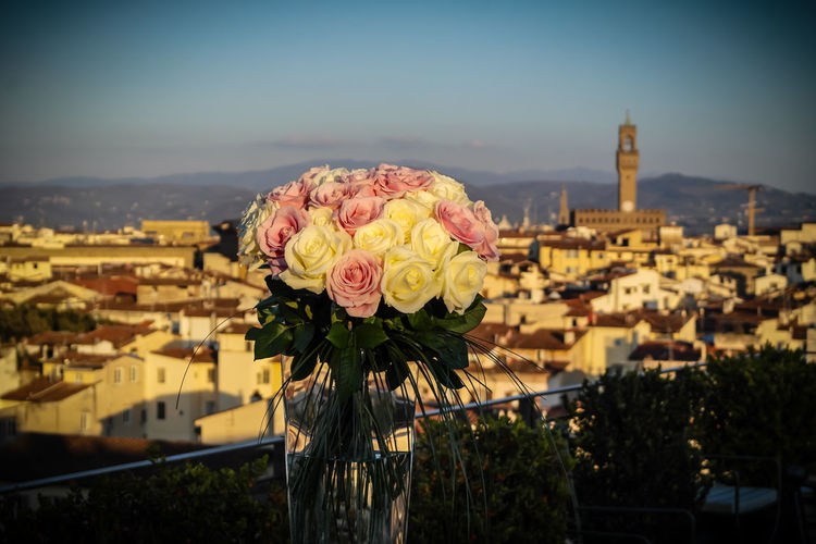 love #Firenze #art #love #palazzosignoria #wedding Architecture Bouquet Building Exterior City Cityscape Clear Sky Close-up Flower Flower Head Focus On Foreground Freshness Nature No People Outdoors Sky first eyeem photo