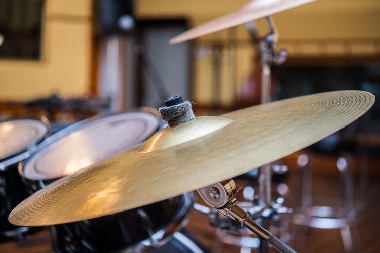 Cymbal close up in drum kit Bronze Golden Sound Stage Studio Beat Close Up Close-up Cymbal Day Drum Kit Focus On Foreground Indoors  Metal Music Musical Instrument No People Percussion Rythm Selective Focus