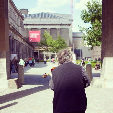 Berlin Museum Violine  Man