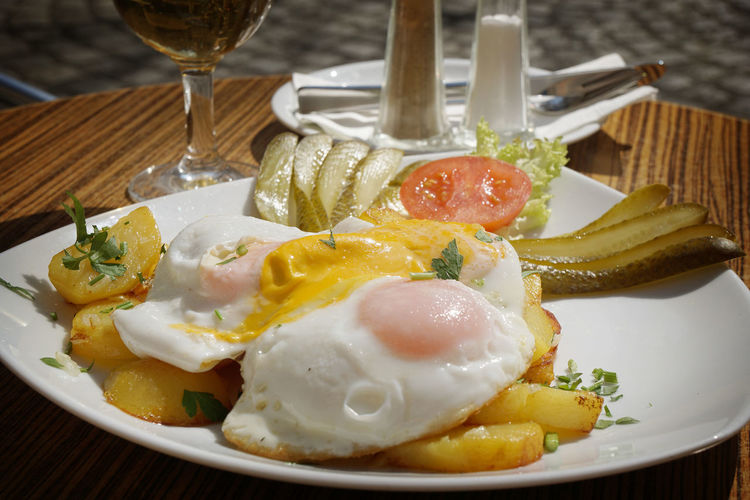 Bratkartoffeln mit Spiegelei Bratkartoffeln Food Fried Egg Fried Potatoes Germany Hausmannskost Spiegelei