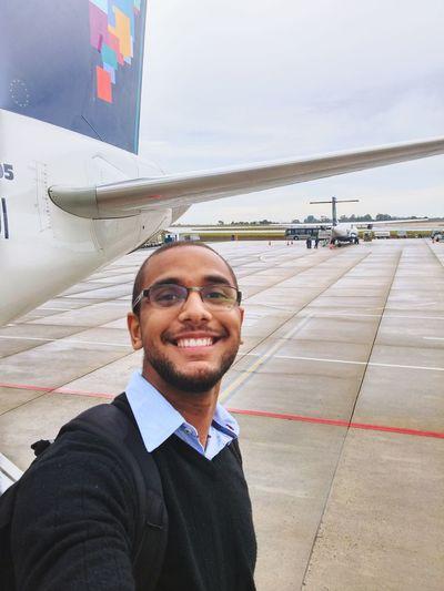 Por você meu sorriso fica mais bonito. Airport Starting A Trip On A Holiday Boarding