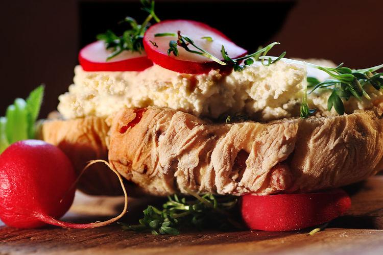 Breadroll Ceam Cheese Close Up Food Freshness Indoors  Macro No People Radish Ready-to-eat Spelt Bun