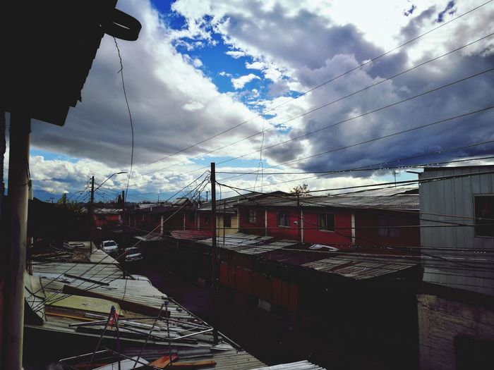 Realidad Cloud - Sky Sky No People Day Outdoors City Real Nubes Nubes Y Cielo Altura Luz Light Nature Light Nature Photography Nature Street Photography Home Real Poblacion Casas Houses View Through The Window View