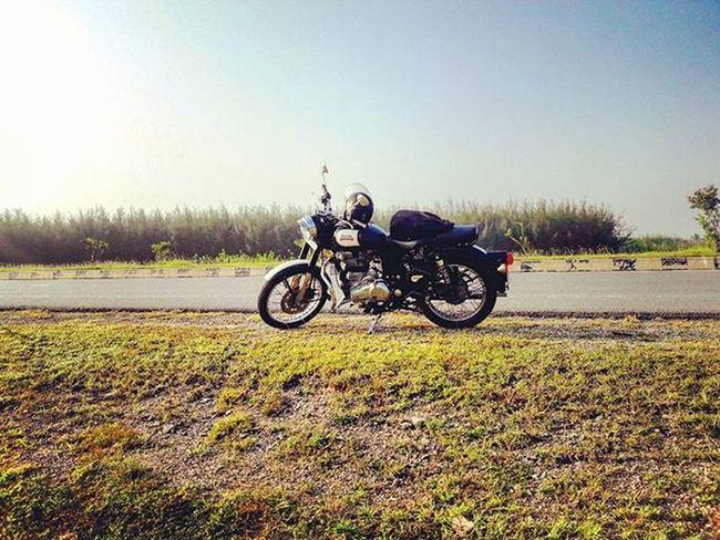 Royalenfield Classic500 Longride Bulleteer Bullet Classic500black Decemberride Ride Wanderer