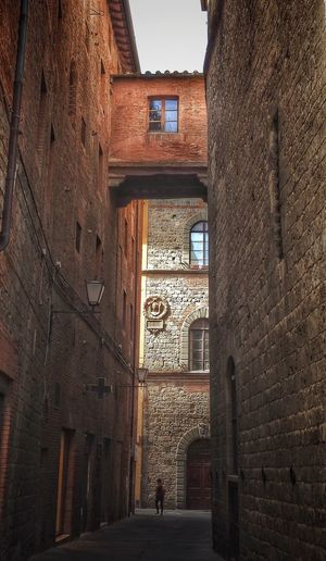 Narrow Alley Alleyway Alley Narrow Narrow Street Architecture Built Structure Building Exterior Building Old Arch Window Wall Brick Wall Brick City Outdoors