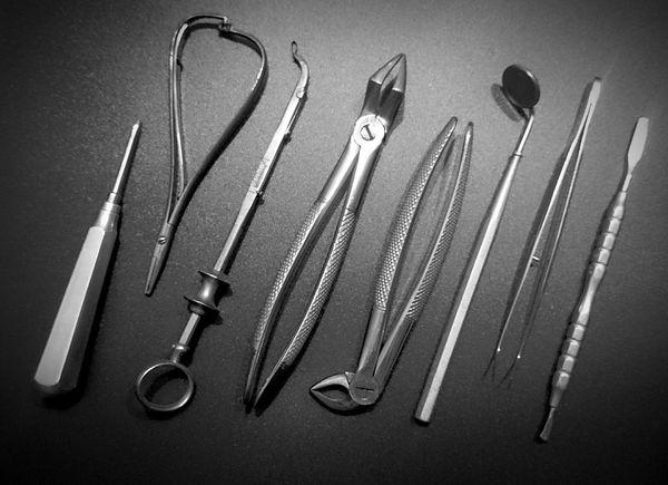 Altes Zahnarzt-Besteck... Tool Tools Werkzeug Dentist Zahnarzt Blackandwhite Photography Eye4black&white  Taking Photos Check This Out EyeEm Gallery