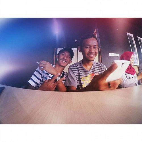 Senyum aja biar semangat 😊 . . . Xiaomiyi Xiaomiyicamera Xiaomiyi_id Xiaomiyi_indonesia Shoot Friendship Coffee