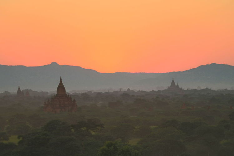 Sunset in Bagan/Sky on Fire Architecture Bagan Bagan, Myanmar Buddist Temple Cultures Landscape Landscape_Collection Landscape_photography Myanmar Myanmar Pagoda Pagoda Pagoda Red Sky Red Sunset Sky Sky On Fire Summer Sun Sundown Sunset Temple Travel Travel Destinations Travel Photography Warm Colors