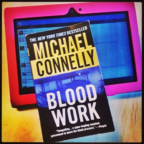 OK ? I got 20min reading before class starts ?Read Books MichaelConnelly Lovebooks