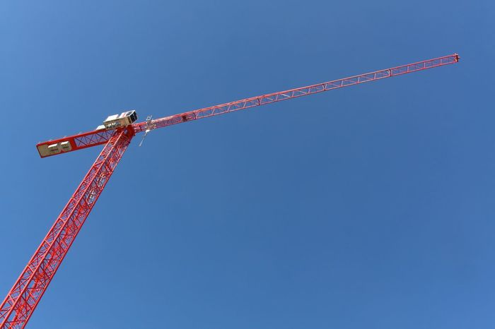 We need more payable apartments in Berlin. And less apartments bought by people just for investment. Don't ruin our city. Capitalism in this misanthropic form sucks! Berlin Photography Development/construction Red Berliner Ansichten Blue Construction Site Copy Space Crane Crane - Construction Machinery Development Looking Up Simplicity Tall - High Working Place