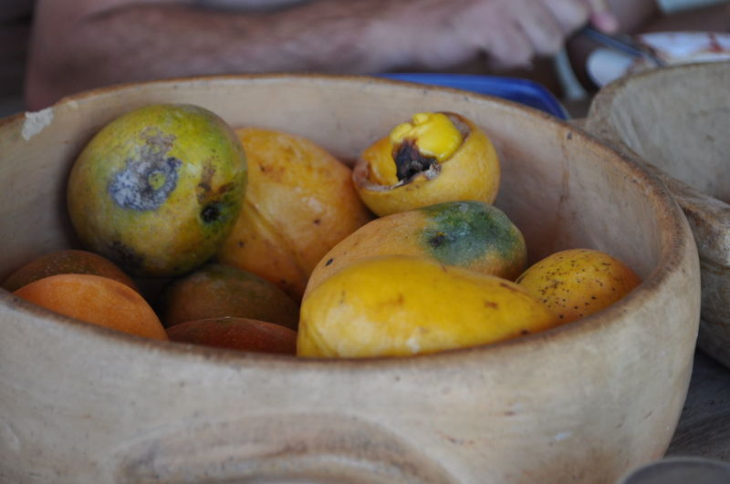 Close-up of mangoes in wooden bowl