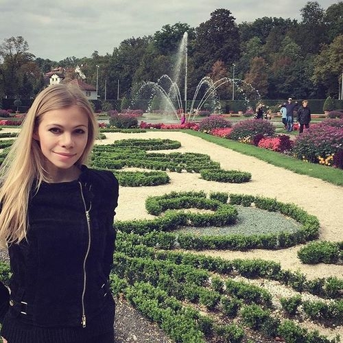 Who needs summer with such kind of an autumn.😊 Ludwigsburgpalace Palace GreatWeather Lategram Instamood Sunnymood
