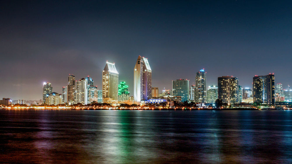 Lichter San Diego Sehenswürdigkeit Architecture City Cityscape Illuminated Langzeitbelichtung Modern Night Skyscraper Tourismus Travel Destinations Urban Skyline Water Waterfront