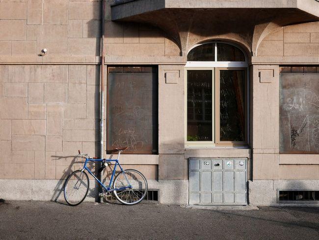 Architecture Basel, Switzerland Flaneur Kleinstadt Switzerland🇨🇭 Bikes Fassadengestaltung Kleinstadtgefühle Oldtown Parkedbikesoftheworld Soloparking Switzerland❤️ Urbanphotography Urbanromantic Urbanromantix