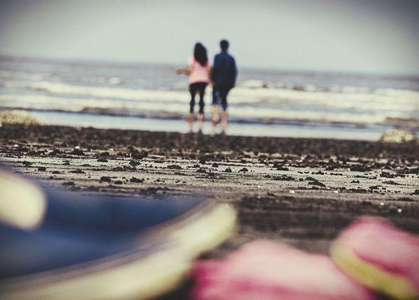 Relaxing couples Taking Photos beaches