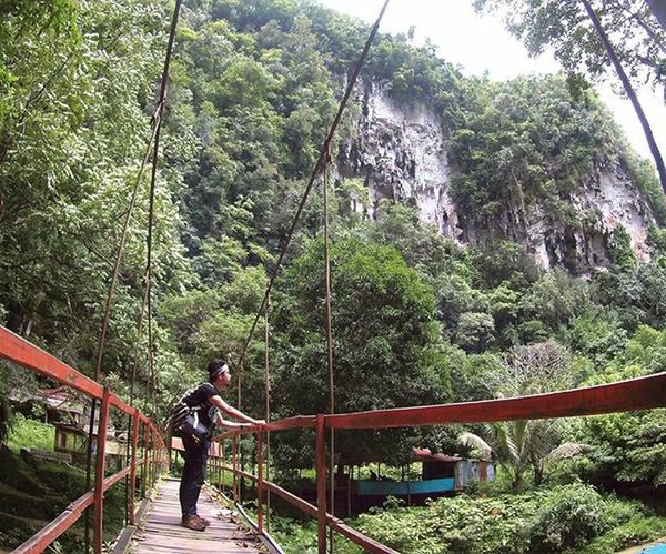 """We never Satisfied  for the world is BIG """"Let's find the cave"""" Traveling INDONESIA Couchsurfing Trip Adventure Paradaise Roadtrip Jalan2man Jalanjalan Visitindonesia Explore Waterfall Cave Makassar Maros  Sulawesi Freedome  Play Main"""