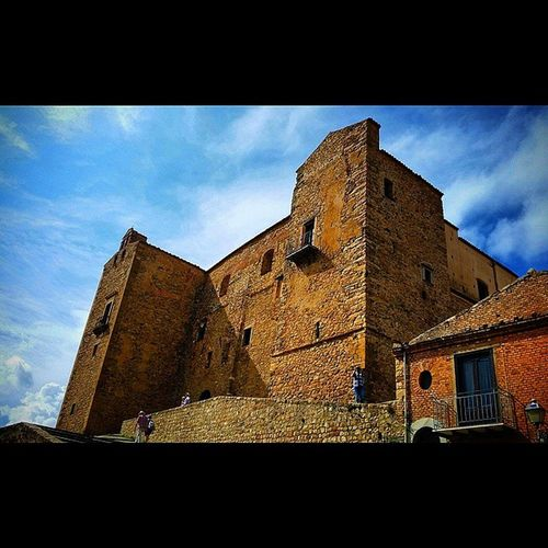 """Castelbuono, Sicily, Italy. Really impressive. . and film buffs will remember this as Toto's school in the classic film """"Cinema Paradiso"""" directed by Giuseppe Tornatore Castello Castelbuono Sicilysummer Sicilia Sicily Cinemaparadiso Giuseppetornatore Castle Castello Italygram Italia Travel Italy @lynenicholas"""