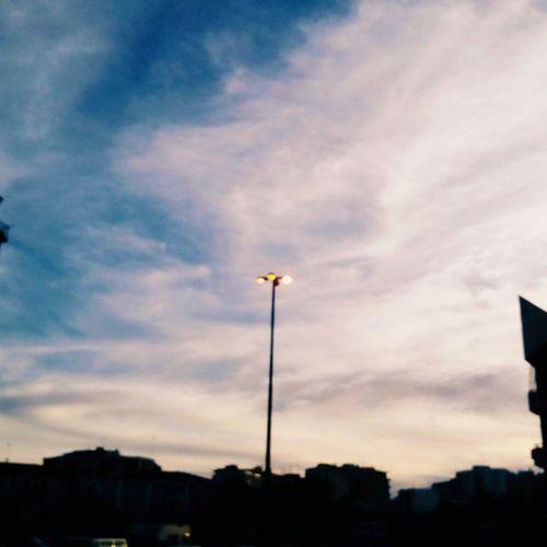 Ora o mai più. Emma EMMAMARRONE Sunset Sera Nofilter Cielo Sky Blu Termoli  Luce Lampione Nuvole Pic Picoftheday Instapic Photo Ph Images Cool Foto Insta Instaday Instacool Oraomaipiu Donjoe contrasto paradosso nero chiaroscuro colori